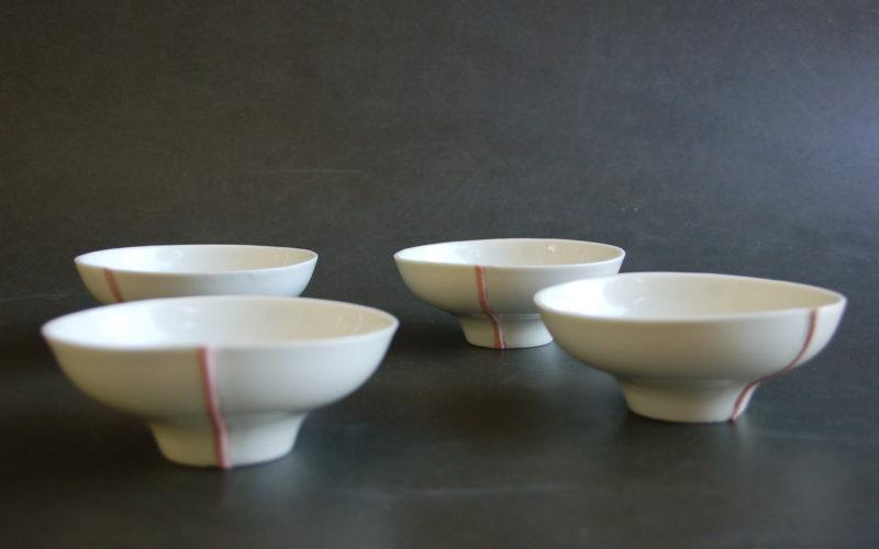 """Ligne rose, coupelles à dessert en porcelaine """"coquille d'œuf"""". La ligne est en porcelaine biscuit coloré. fabrication manuelle dans mon atelier à Plobannalec Lesconil (29)"""