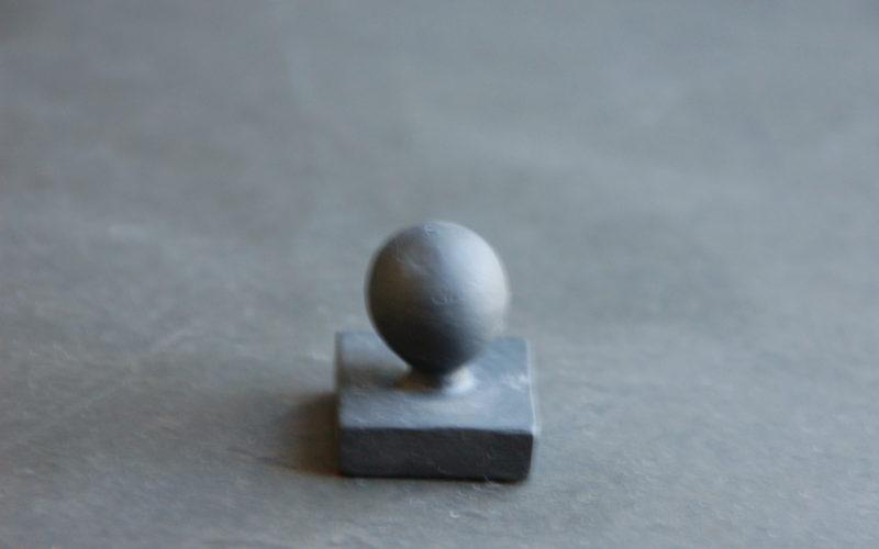 design moderne pour ce jeu d'échecs en porcelaine