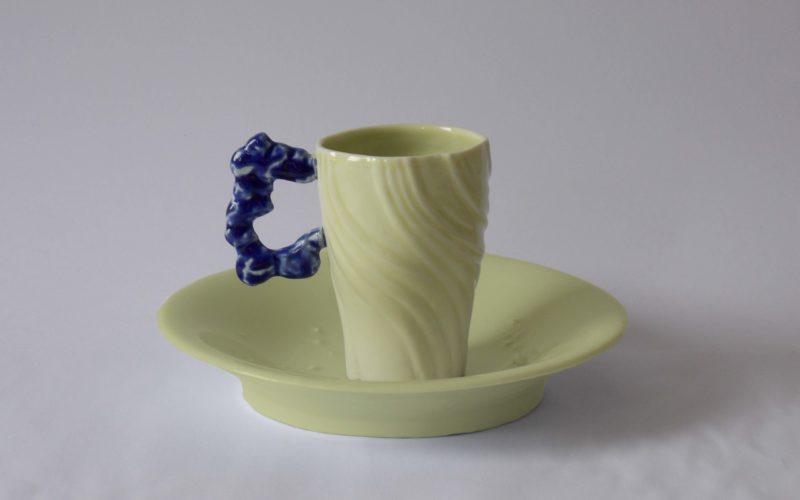 New York, tasse et soucoupe de la série Exodus. fabrication artisanale par l'artiste Bas van Zuijlen dans son atelier à Plobannalec Lesconil.