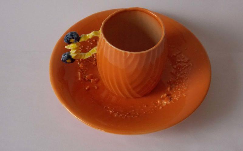 Palmyre tasse et soucoupe de la série Exodus. 2018. porcelaine fabriqué à la main par l'artiste en série limitée