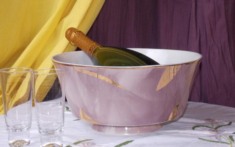 Grand Jacques, vasque à champagne. décor de grand feu et or fin. diamètre 32 cm. pour deux bouteilles. porcelaine épaisse et résistant