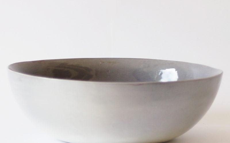 Océan 4 p est un plat à four,( ou saladier) pour 4 personnes. ronde, de couleur gris-bleu.
