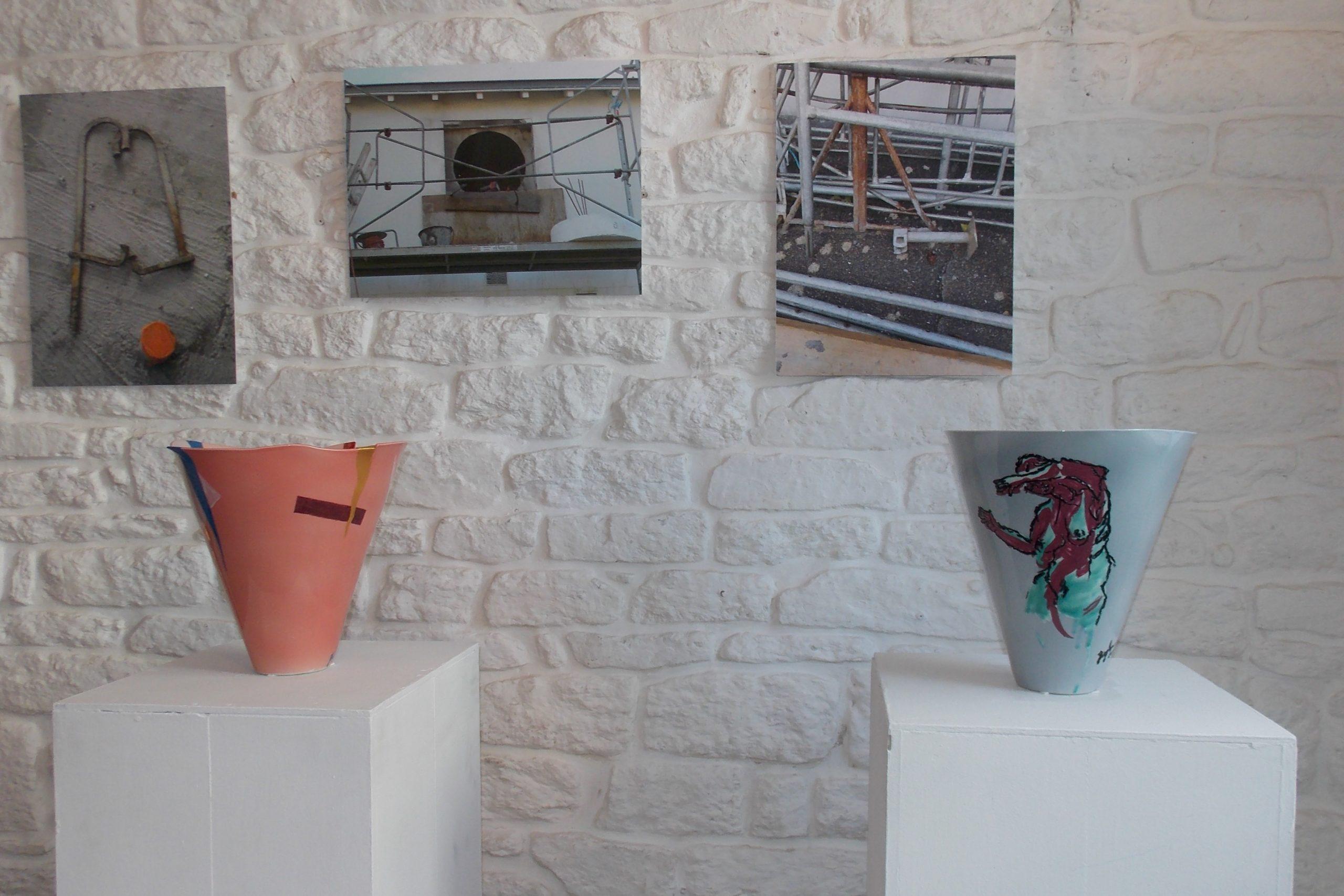 Joie et danseuse, deux vases à l'exposition mat et brillant, galerie rouge 2019